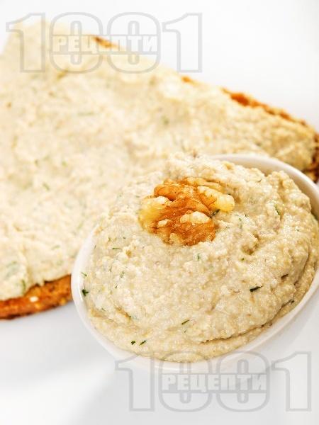Домашен грахов пастет с орехи - снимка на рецептата